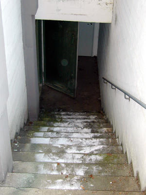 Telefonsentraler. Nødsentralen Åsen inngangsdør (Foto/Photo)