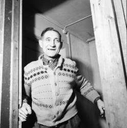 """Vardens arkiv. """"Harefarm på Rjukan"""" 06.01.1954"""