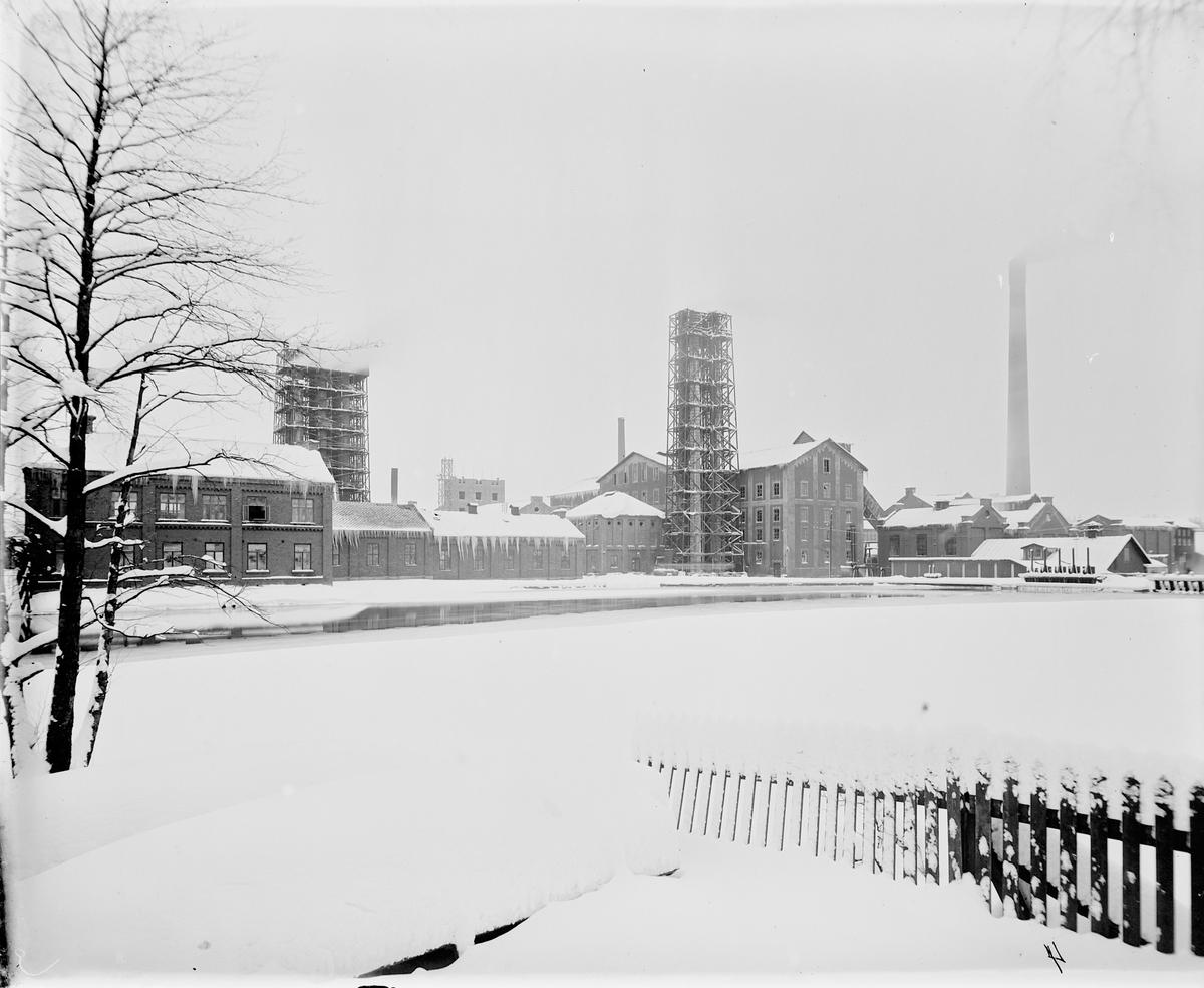 Hammarby Sulfitfabrik / Kopparfors. År 1886 kom en sulfitfabrik att ersätta järnbruket. Den var under en tid Skandinaviens största med över 400 personer anställda.