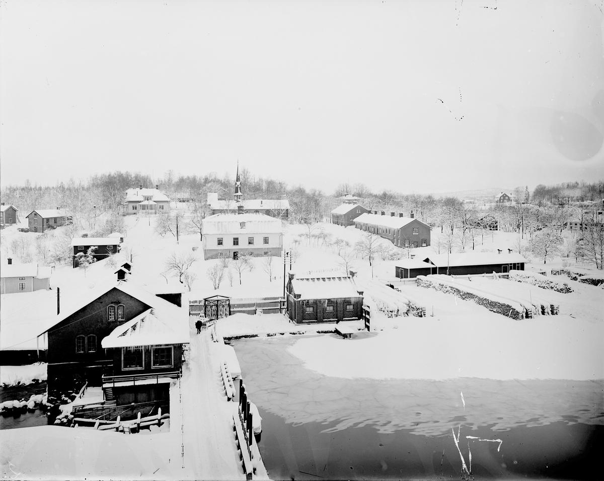 Gästrike-Hammarby. Sulfitfabrikens expansion ledde till att Hammarby byggdes ut under 1900-talet. År 1886 kom en sulfitfabrik att ersätta järnbruket. Den var under en tid Skandinaviens största med över 400 personer anställda.