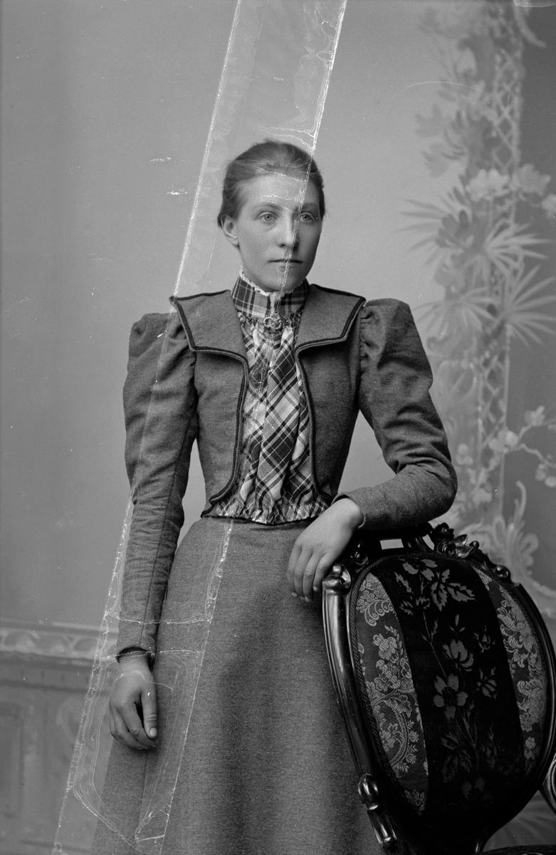 Hilma Andersson, Malma Prostgård, Åsby 1900. Fotograf okänd.