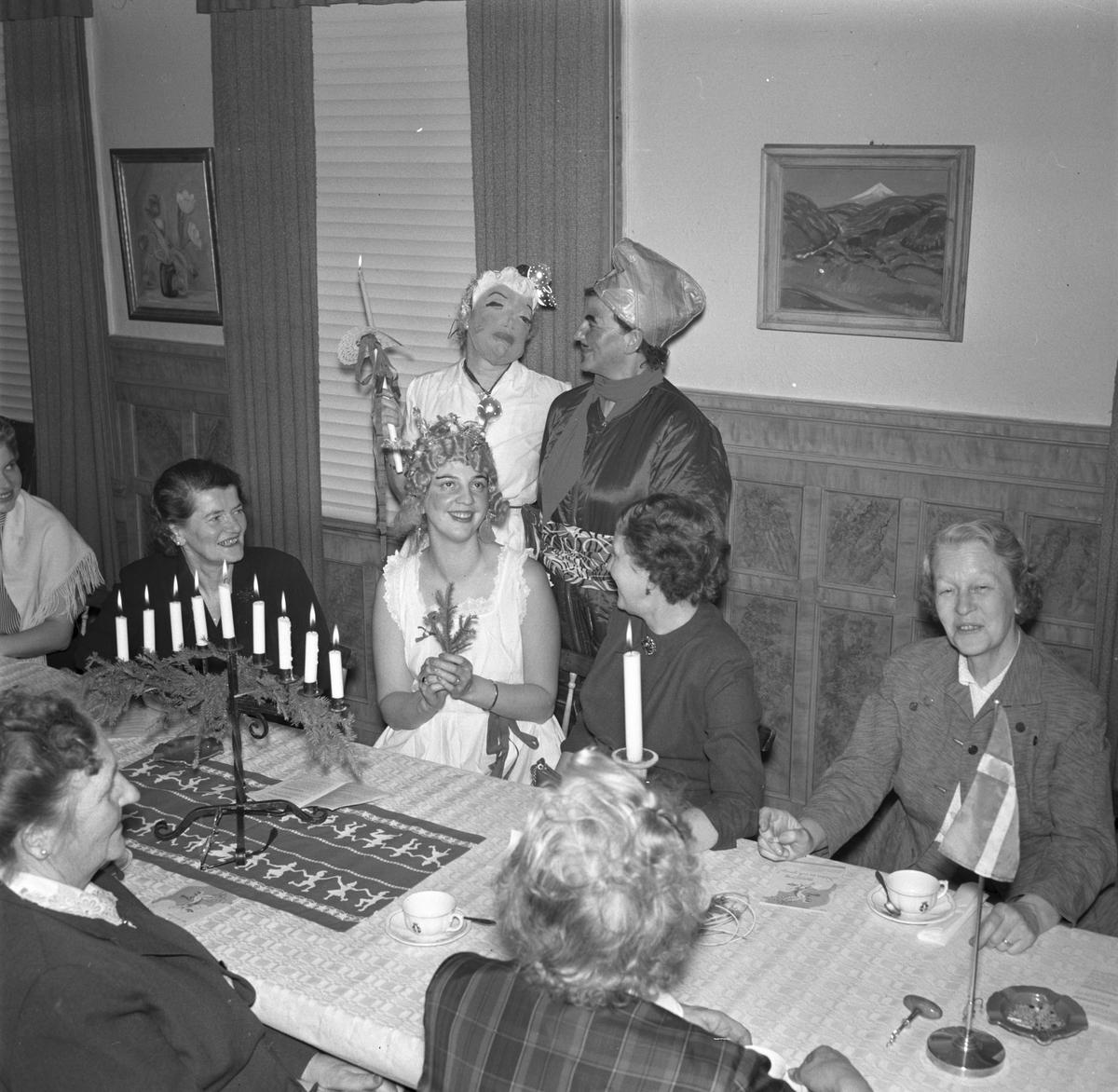 Lottakåren i Gävle. Luciafest. December 1956.