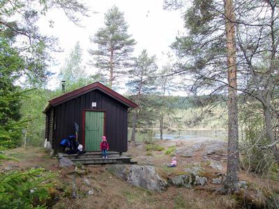 DNT Ringerikes hytte Hovinkoia i Holleia våren 2011.