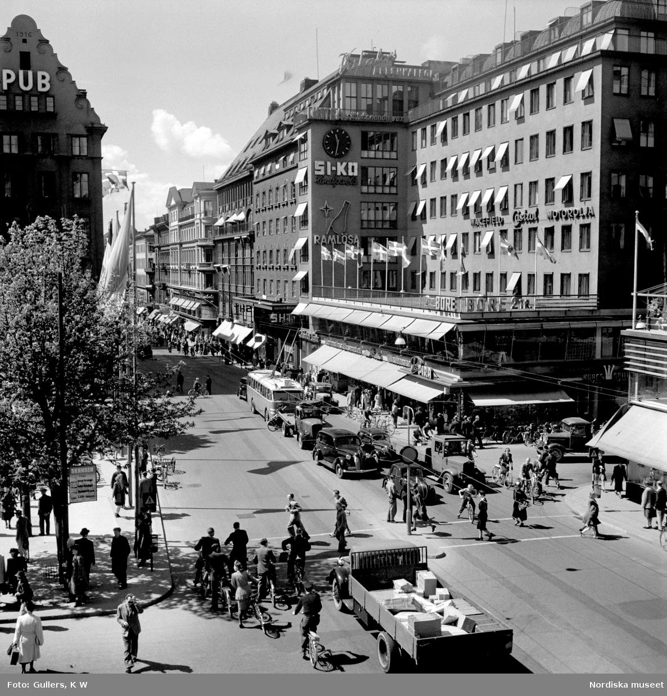 Norrmalm, Stockholm. Trafik på Kungsgatan i höjd med Hötorget.