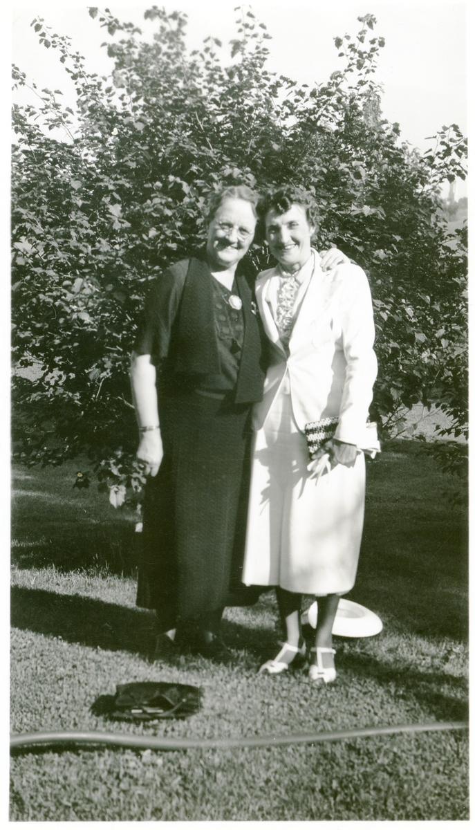 Emily Wold og eldste datter Pearl Wold Chell.