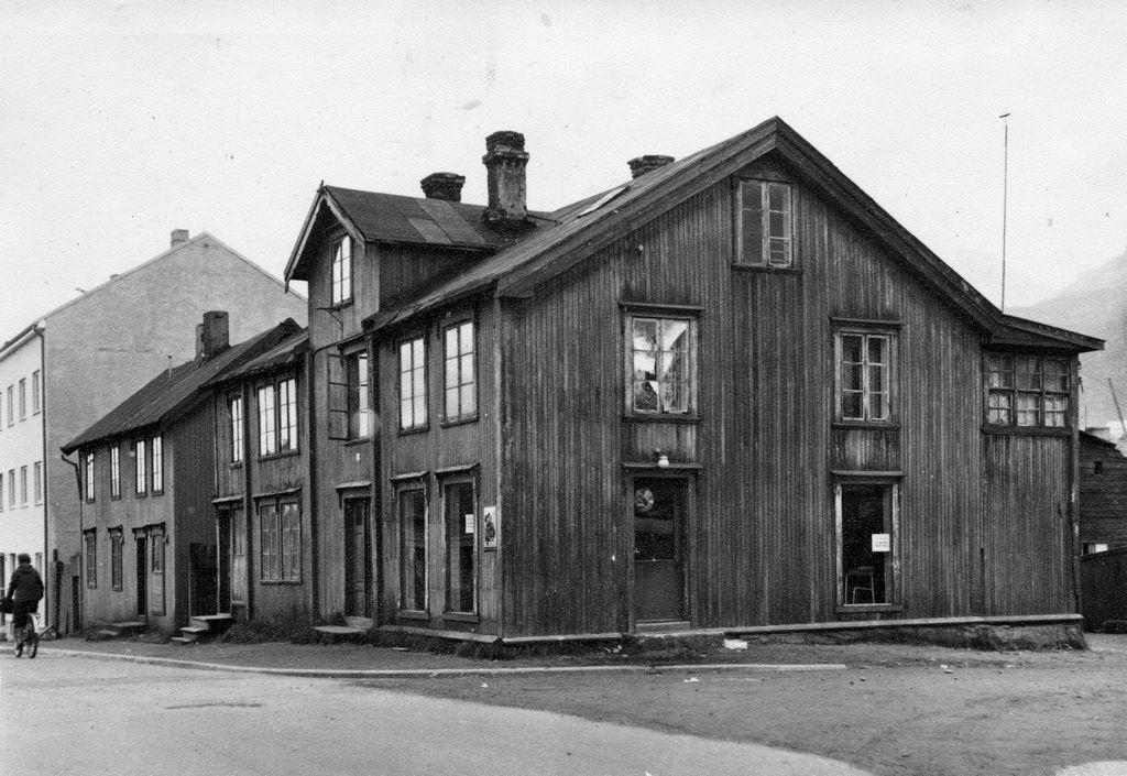 Thulehjørnet . (Frydenlunds gate 22) Huset ble bygd i 1891 av Heitmann Olsen. En sønn av Ole Rafnung drev kiosken Thule her fra 1920. I 1961 ble Thulehjørnets borettslags bygg ført opp her.