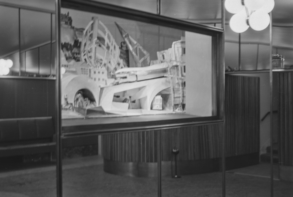 Fra åpningen av Klingenberg kino 6. oktober 1938. Kunstnerisk utsmykning.