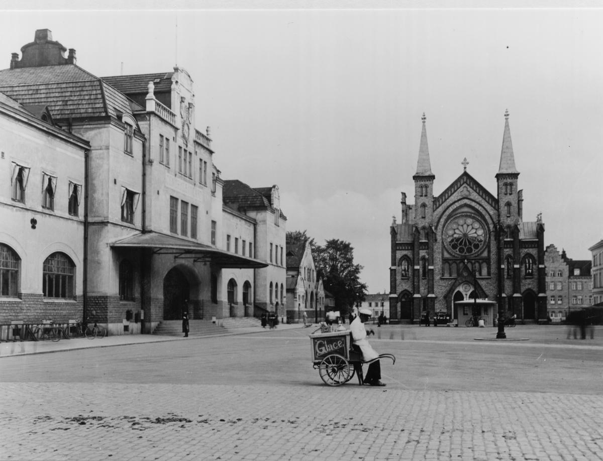 Gävle stad – Norr. Vy mot Centralplan. Sjömanskyrkan mitt i bilden.