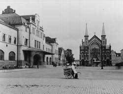 Gävle stad – Norr. Vy mot Centralplan. Sjömanskyrkan mitt i