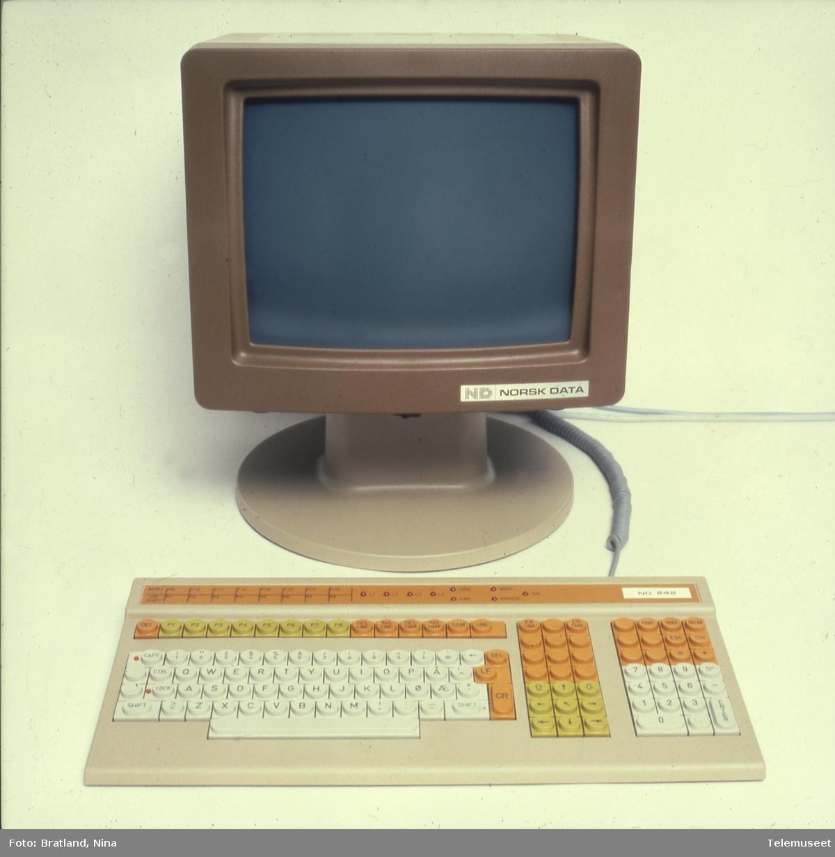 Tastatur og skjerm Norsk Data