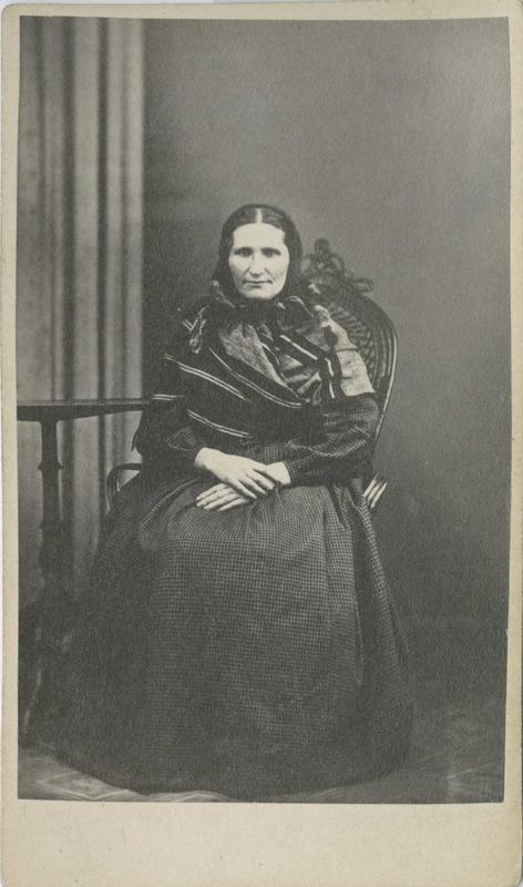 Berthe Henriksdatter Kolbøen, fra Løten, Hedmark, arrestert i 1866 eller 1867, innsatt i distriktsfengslet i Hokksund for tyveri.