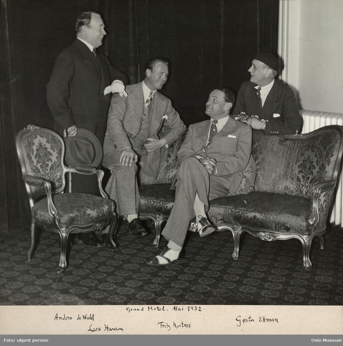 Grand Hotel, interiør, gruppe, menn, skuespillere, sittende og stående helfigur