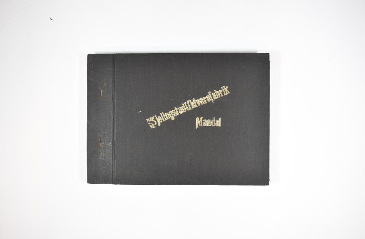 Prøvebok med 6 stoffprøver. Relativt tynne stoff med vertikale striper. Stoffene ligger brettet dobbelt i boken slik at vranga dekkes. Stoffene er merket med en firkantet papirlapp, festet til stoffet med metallstifter, hvor nummer på påført for hånd.   Stoff nr.: 766/62, 766/63, 766/64, 766/65, 766/66, 766/67.