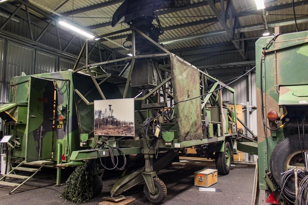Data: Utrustning:   Radarsändare och mottagare TV- och Laserutrustning Eget elverk Hydraulik för manövrering av antennmast och stödben