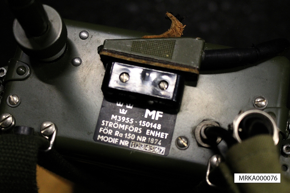 Allmänt: Stationen bestod av sändtagare, strömförsörjning, antenn och handmikrotelefon. Sändtagaren bars i väska på bröstet och strömförsörjningen på ryggen. Manöverorganen var alla placerade på sändtagaren. De båda enheterna var förenade med kablar. En svag del i konstruktionen var kablarna mellan sändtagaren och strömförsörjningen.  Data: Frekvensområde: Totalt 100 – 108 MHz Använt frekvensområde: Ra 150A = c:a 100 – 101 MHz                                       Ra 150B = c:a 101  - 102 MHz                       Ra 150C = c:a 102 – 103 MHz Kanalseparation: Kanal 1 till 6: Max 650 kHz          Närbelägna kanaler: min 100 kHz Sändareffekt:  0,3 W alternativt 1 W Modulationsslag:  FM Transmissionstyp: Simplex, telefoni Kanalantal: 6 st Antenner: Sprötantenn alt antenn på mast vid fast installation Räckvidd: 2 – 10 km beroende på terräng m m. Vid fast installation längre Kraftförsörjning: 16 st 1,5 V torrbatterier Drifttid: Mottagning 40 tim                Sändning-mottagning 1:9 c:a 15 tim