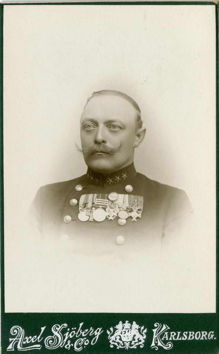 Porträtt av Arvid Magnus Theodor Evald Wester, officer vid västgötadals regemente I 16 och Intendenturkåren. Se även AMA.0009225.