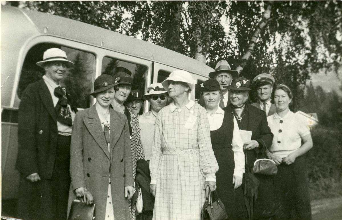 Gruppebilete med Sofie og Olava Brænden, døtrene til Anne og Lars Brænden.