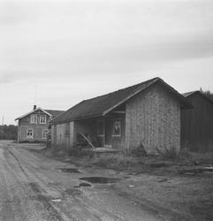 Godshus og stasjonsbygning på Hemnes stasjon på den nedlagte