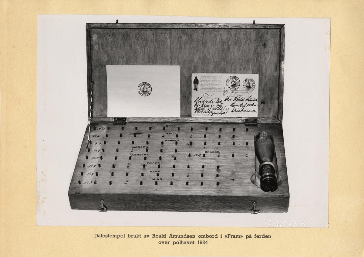 """Datostempel brukt av Roald Amundsen ombord i """"Fram"""" på ferden over polhavet 1924."""