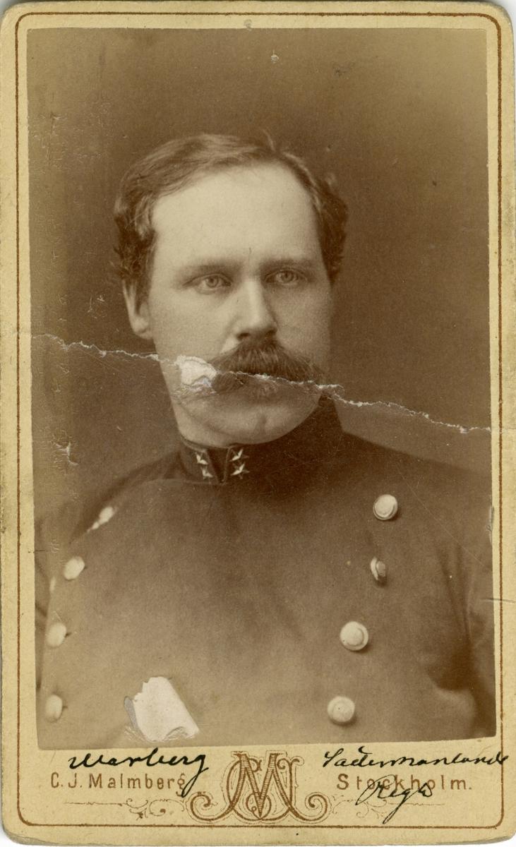 Porträtt av Carl Gustaf Adolf Warberg, löjtnant vid Södermanlands regemente I 10. Se även AMA.0009212.