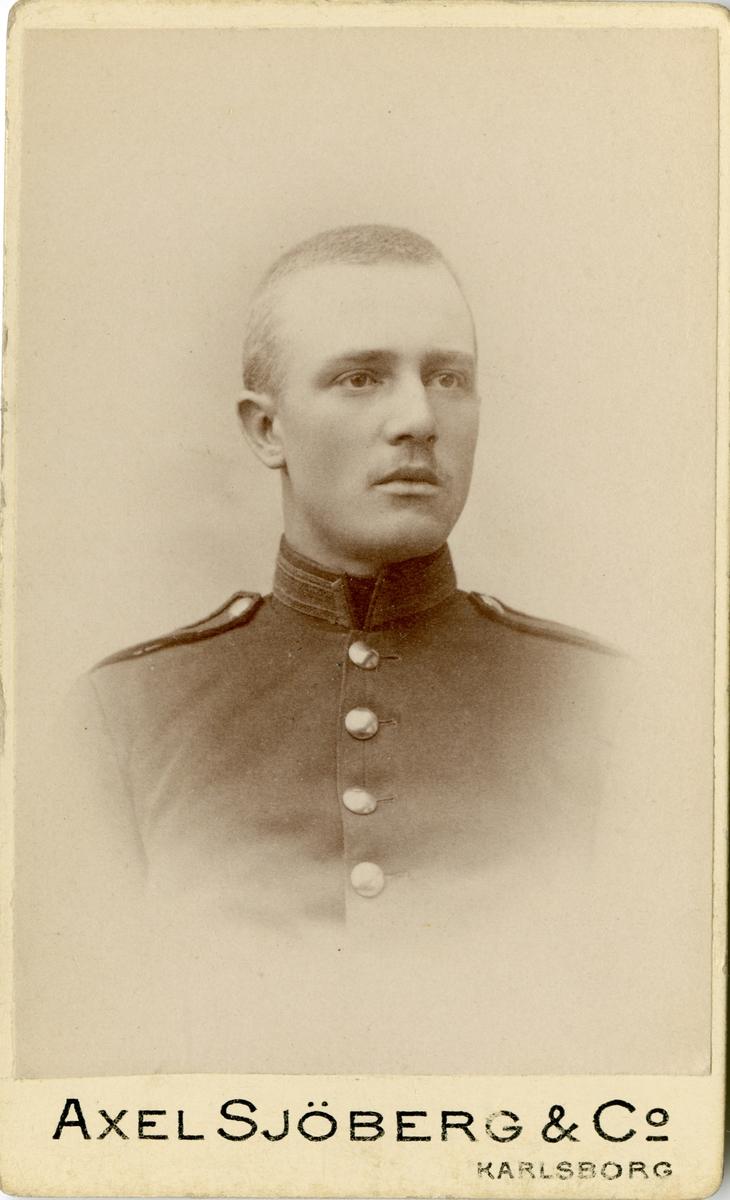 Porträtt av Einar Mathias Wikland, löjtnant vid Göta trängbataljon T 2. Se även AMA.0009231.