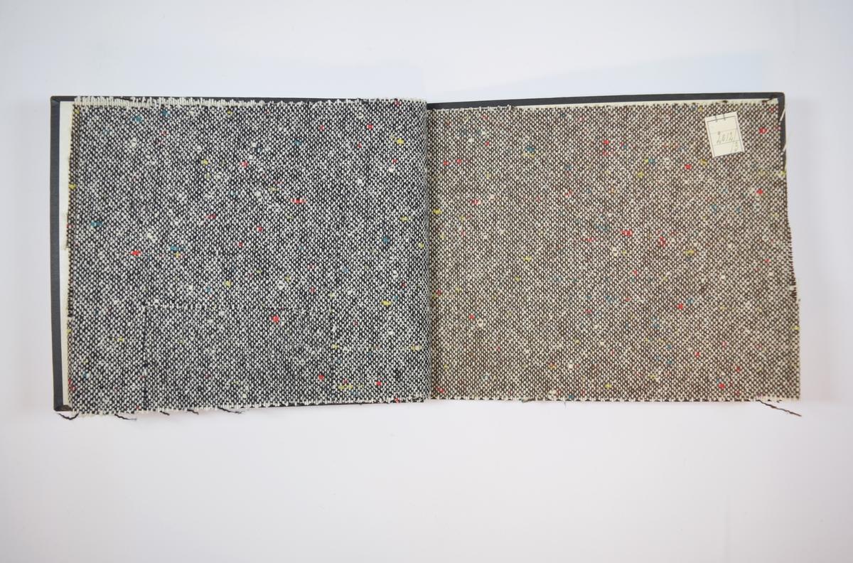 Rektangulær prøvebok med tre stoffprøver og harde permer. Permene er laget av hard kartong og er trukket med sort tynn tekstil. Boken inneholder middels tykke, melerte stoff med tilsynelatende tilfeldigplasserte prikker i friske farger. Toskaftbinding med hvit tråd i den ene retningen og sort og/eller brun i den andre retningen. Mønsteret for alle stoffene er likt, men fargen og fargekombinasjonene er ulike. Stoffene er merket med en firkantet papirlapp, festet til stoffet med metallstifter, hvor nummer er påført for hånd.   Stoff nr.: 2012/1, 2012/2, 2012/3.