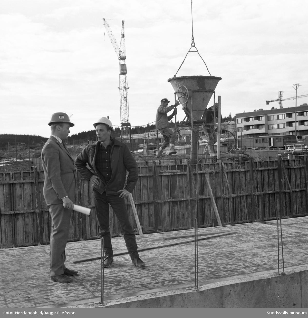 Bilder från bygget av det stora bostadsområdet i Bosvedjan.
