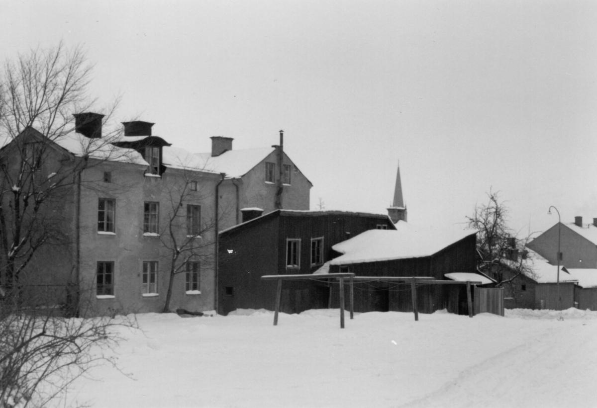 Orig. text till bilden: Föreningsgatan 14 från Magistratshagen.Stolplyckan, kvarteret hette tidigare Enhörningen, sedd norrut.