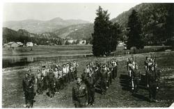 Heimefronstyrkar samla på Vangen i Bagn, 1945.