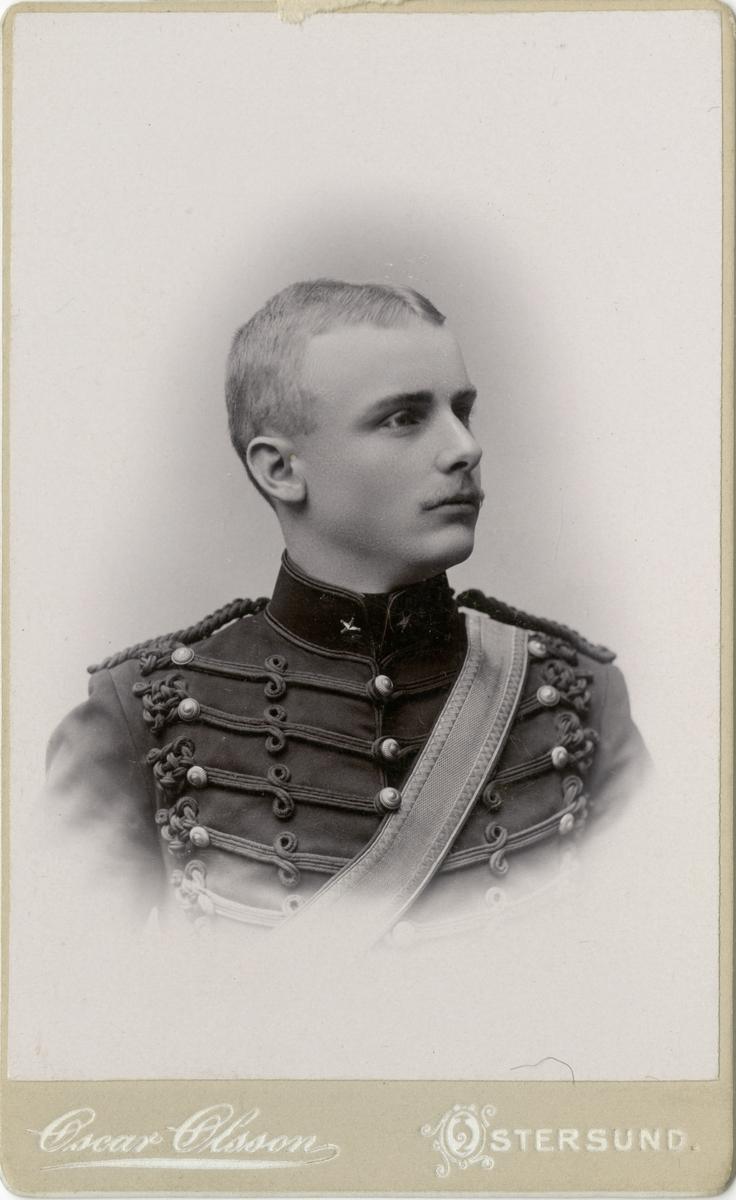 Porträtt av okänd underlöjtnant vid Norrlands artilleriregemente A 4.