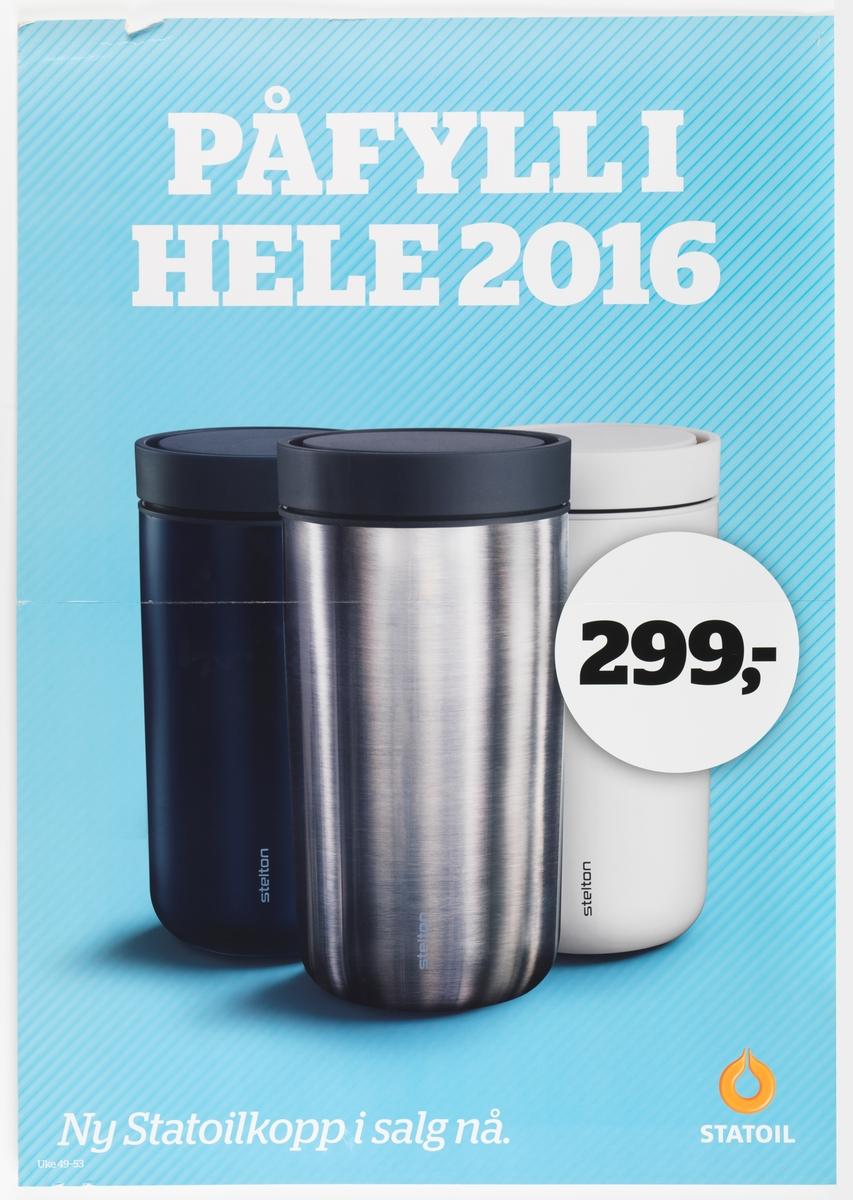 På plakaten er et fotografi av tre ulike Statoilkopper. Midt er plassert en sølvgrå kopp, til venstre er plassert en sort kopp og til høyre er det en hvit kopp. Alle koppene har sorte lokk. På den hvite koppen ser man firmalogoet Stelton.