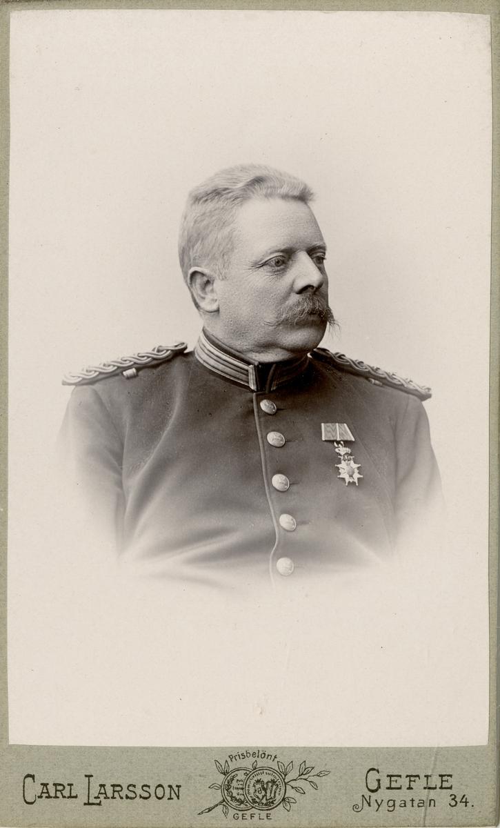Porträtt av Carl Otto Cavalli, kapten vid Hälsinge regemente I 14. Se även AMA.0007714 och AMA.0007024.