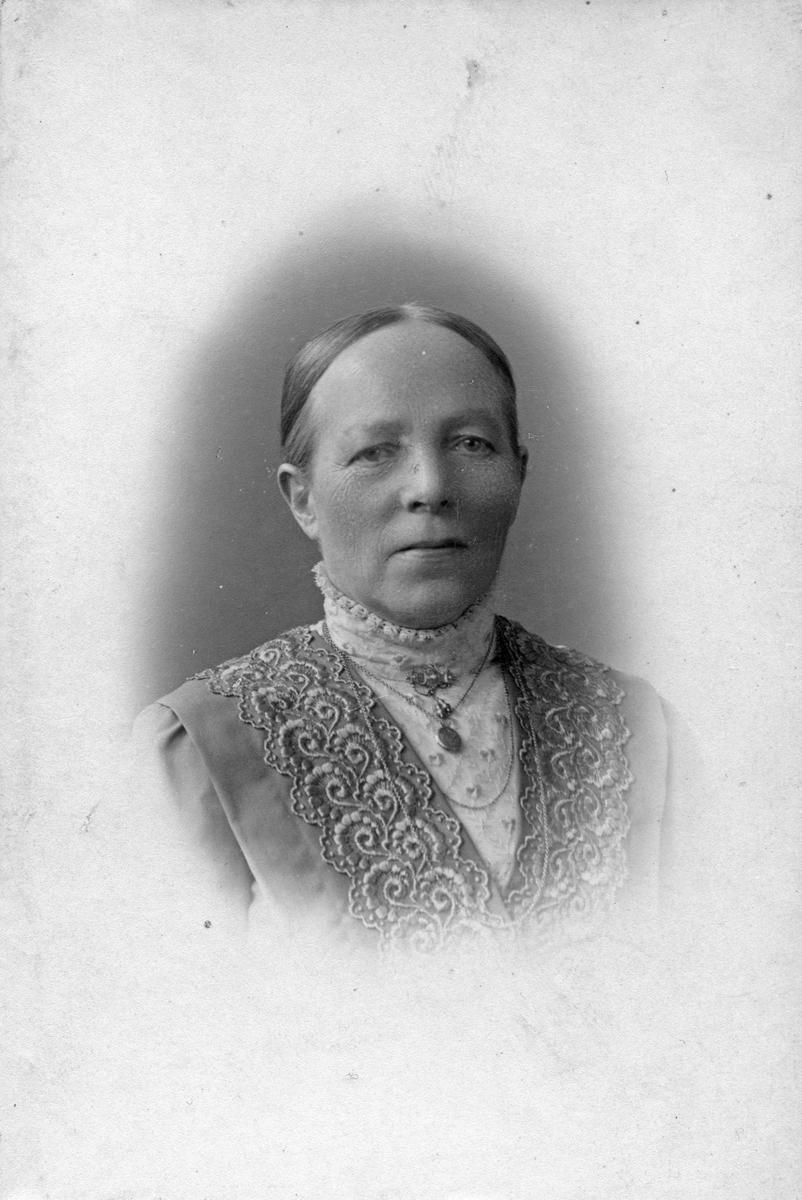 Anna Larsson, på sin 60-års dag i december 1915.
