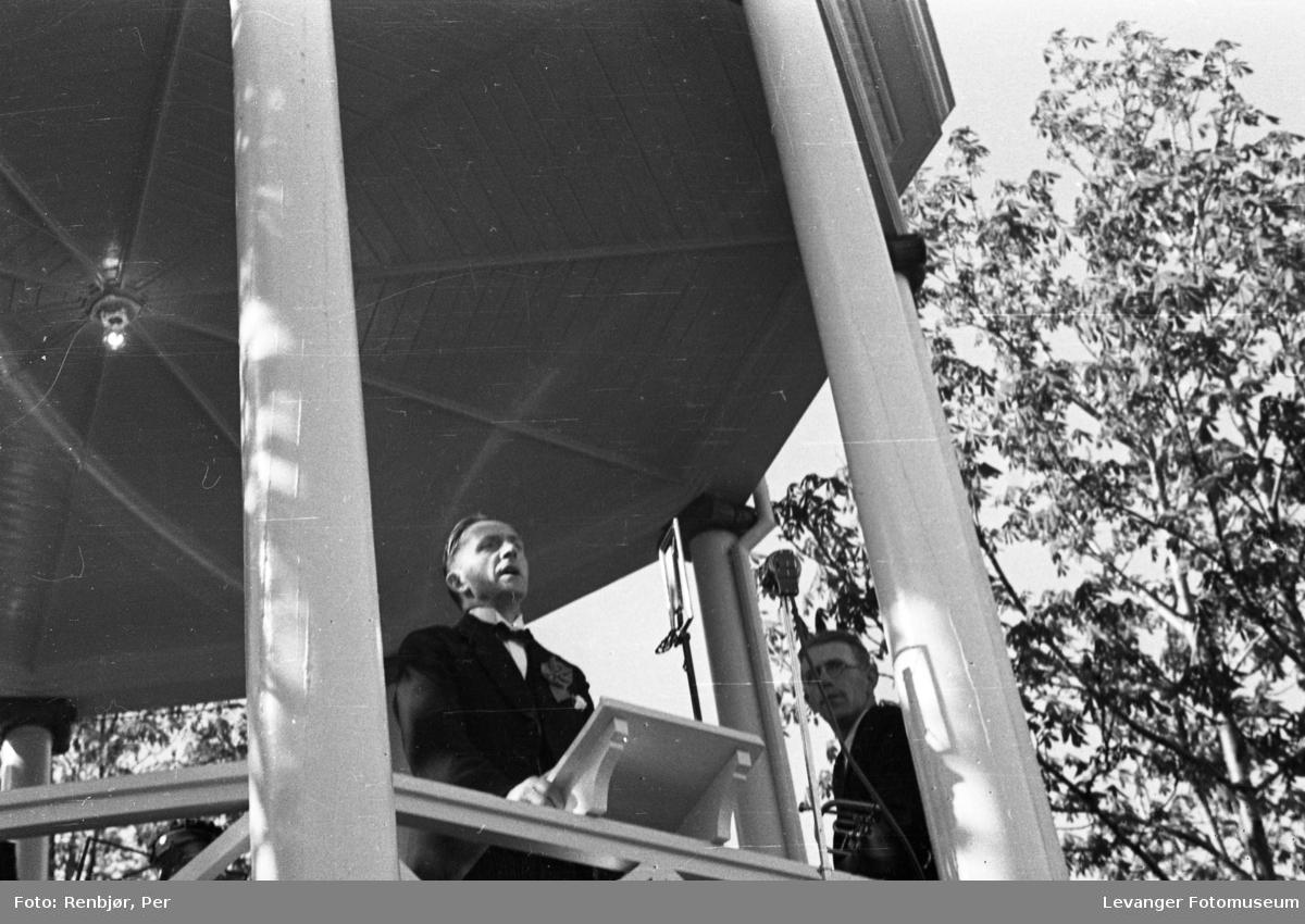 Taler på torget under Levangerdagene i 1936.