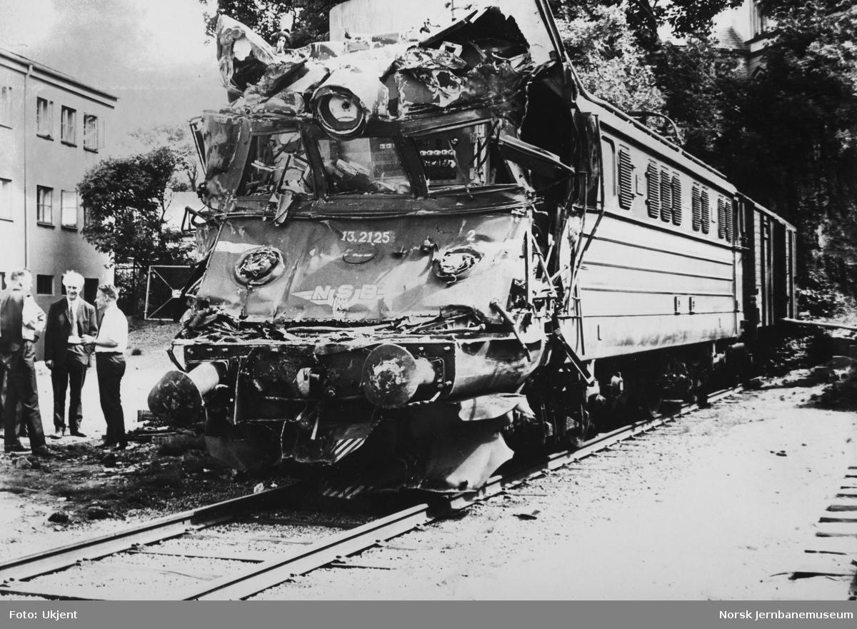 Elektrisk lokomotiv El 13.2125 etter kollisjon ved Røyken