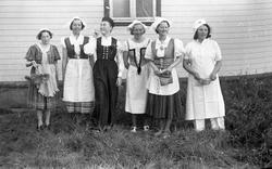 Levanger, Sanitetens' Opptog, utkledde kvinner.