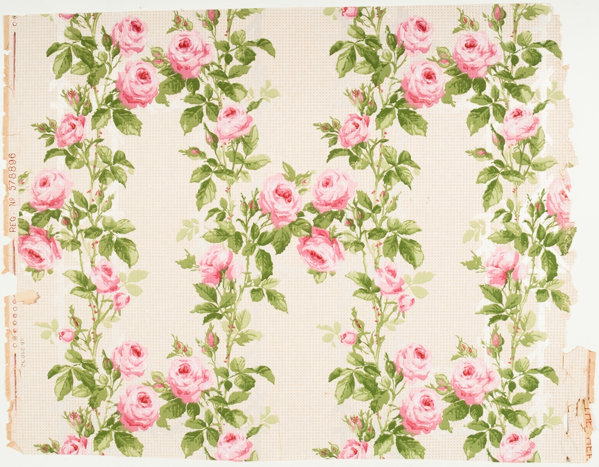 Rosor växande över ett satinerat galler. Naturelltapet med tryck i vitt, två rosa och två ljusgröna nyanser. Bakgrunden dekorerad med prickmönster. Vacker tapet.