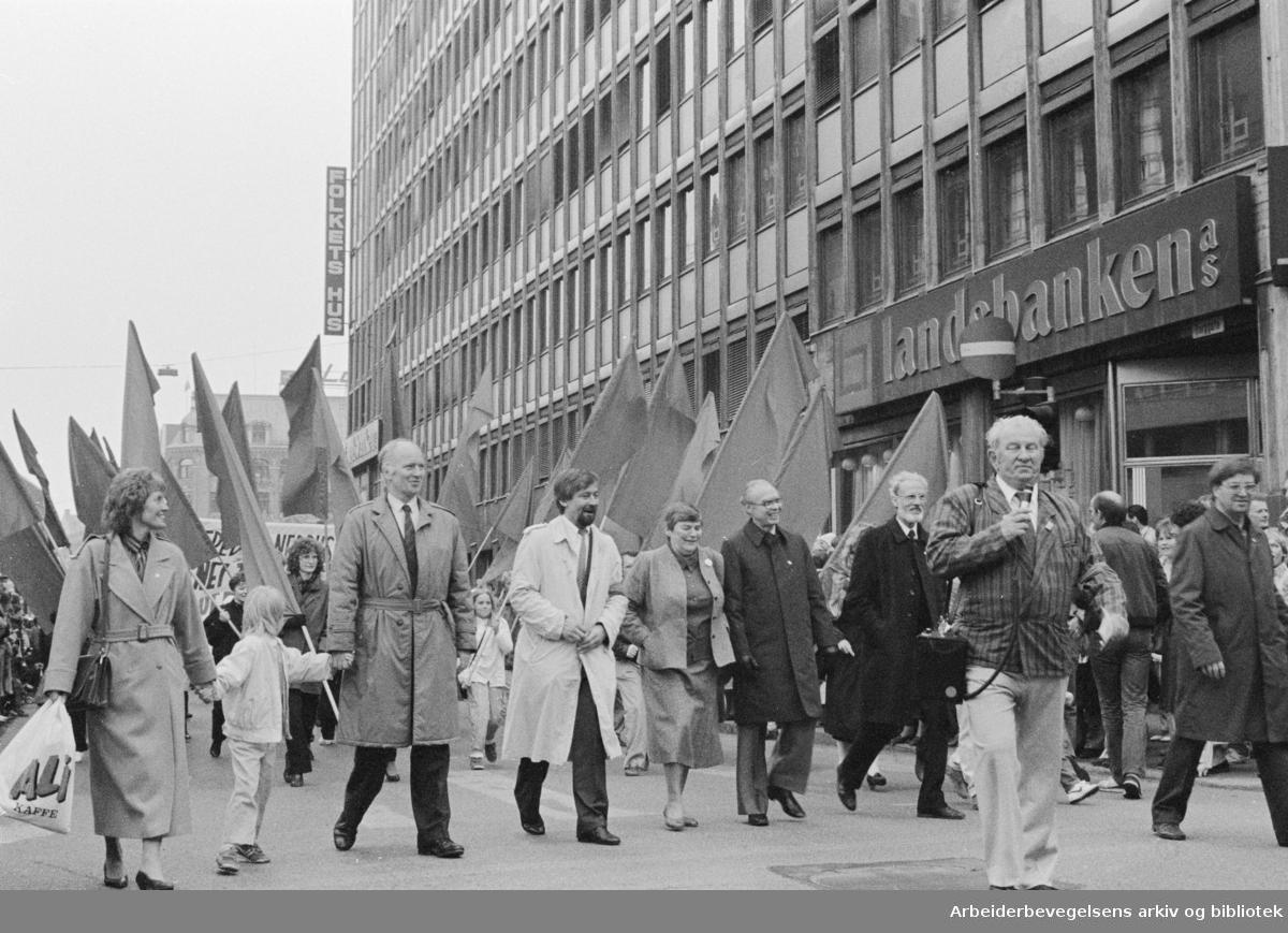 1. mai 1987 i Oslo.Marit Nybakk, Thorvald Stoltenberg, Hanna Kvanmo