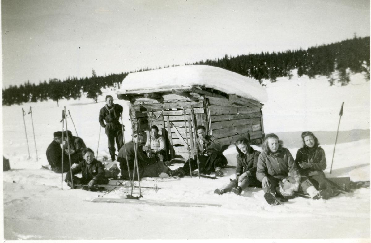 Sør-Aurdal framhaldsskule 1946-47. På skitur på Høgemyra.