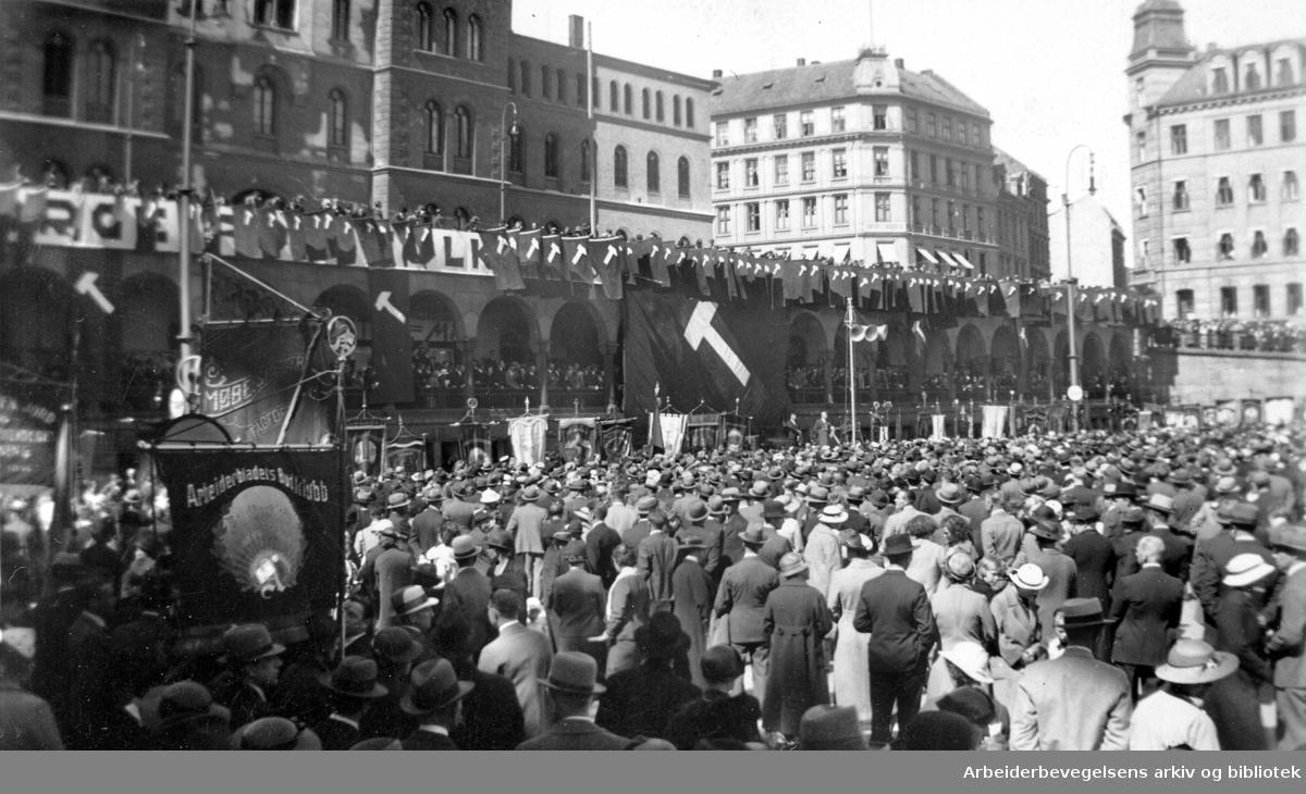 1. mai 1936, folkefest på Youngstorget.