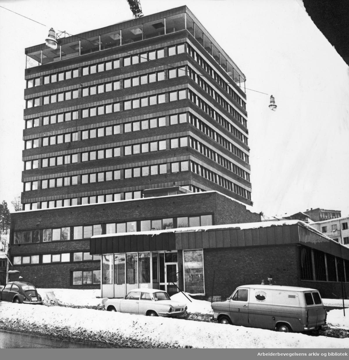 Oslo Sporveiers nye administrasjonsbygg på Tøyen, mars 1968.