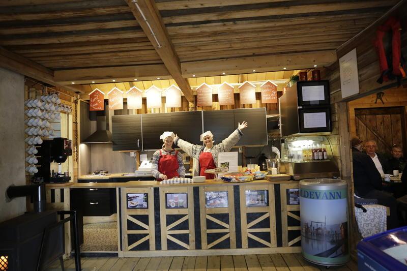 Bryggekafeen - rustikk innredet og hyggelig betjening.  Foto: Fetsund lenser