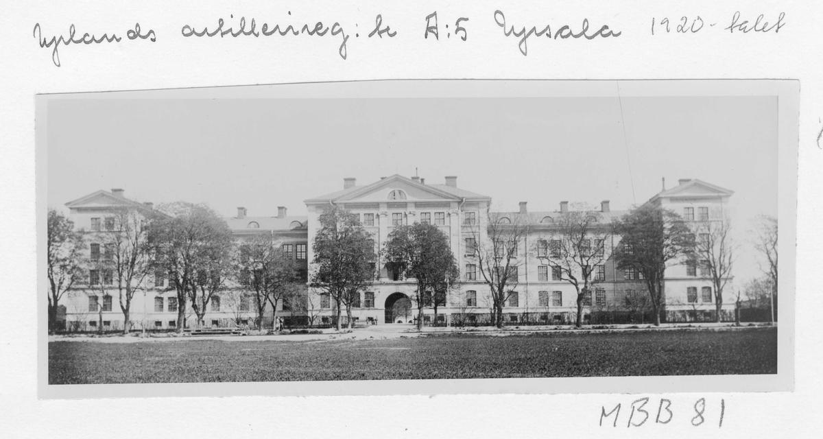 Huvudbyggnaden vid Upplands Artilleriregemente A5 i Uppsala