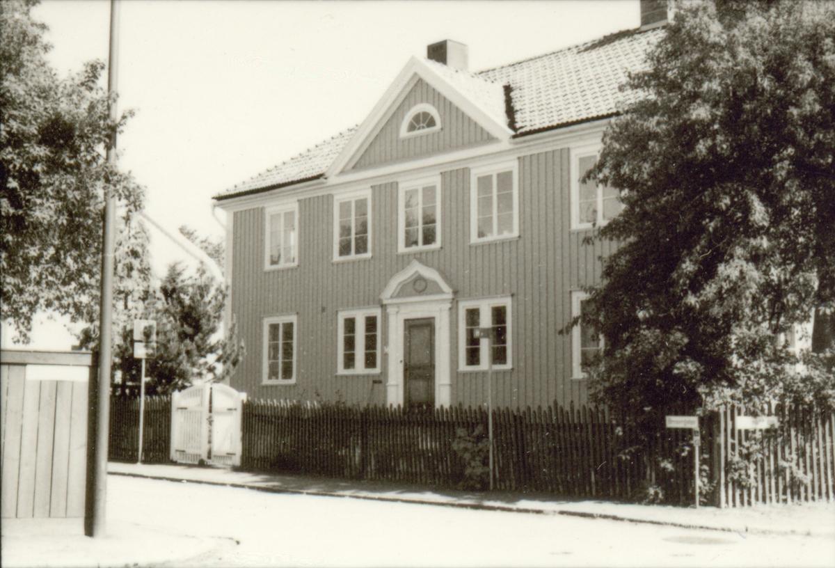 Småland Kalmar Gamla staden Västerlånggatan  Fastigheter i kvarteret Alen, Asken, Flädern och Enen.  Foto: Kerstin Haglund 1990 05 18