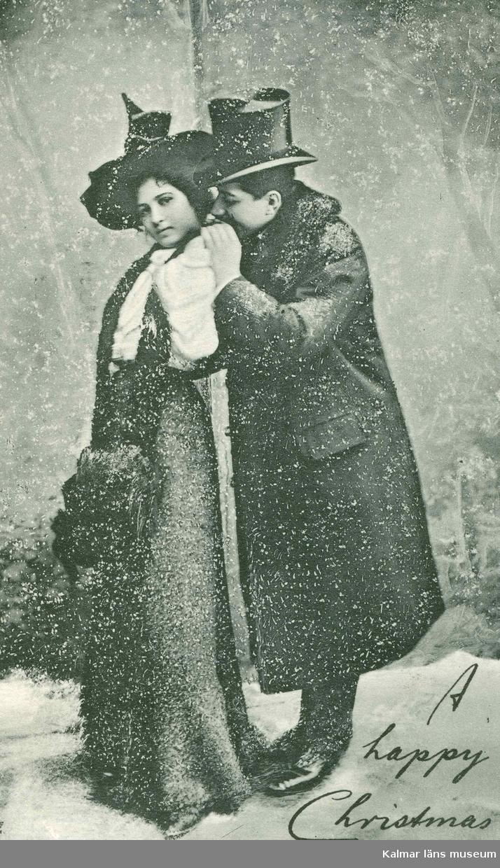 """Vykort till Kristina Andersson, född 1865 i Böda, syster till N J Andersson, när hon bodde i USA från vänner i USA. I nedre högra hörnet står det skrivet: """"A happy Christmas."""""""