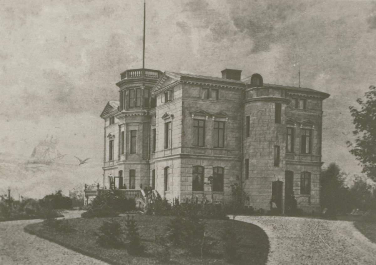 Villa Skansen. Den som lät bygga villan 1883 var handlaren och v. konsuln John Oskar Roosval. Arkitekten John Wilhelm Löfmark har ritat villan.