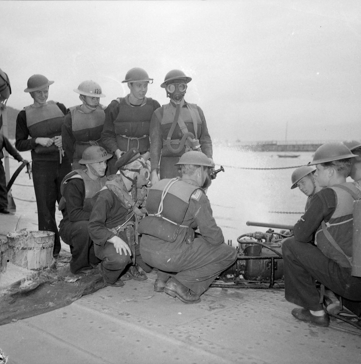 """Jageren """"Trondheim"""", øvelse med kanoner"""
