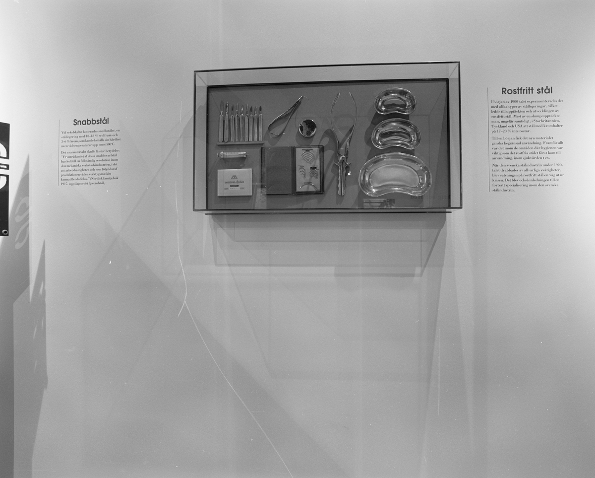 """Dokumentation av Ferrum. Rostfritt stål, kirurgiska instrument, """"I krig och fred""""."""