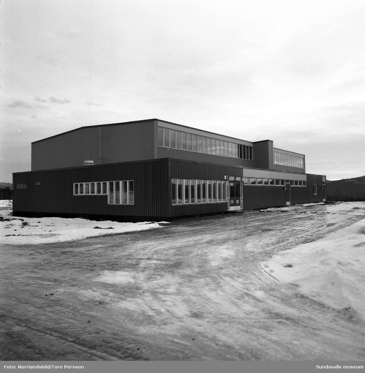Idrottshall i Bispgården, exteriör och interiör.