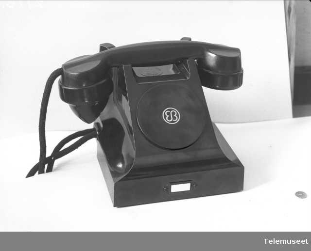 Telefon, CB, bordapparat i bakelitt,  mtlf.liggende, klokke 1000 ohm, Elektrisk Bureau.